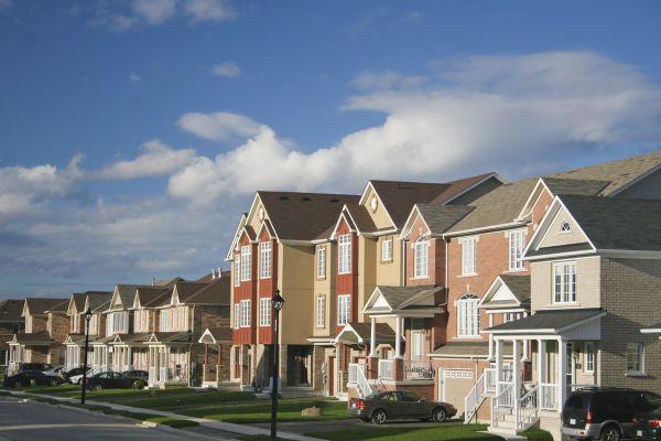 Ни к селу, ни к городу: плюсы и минусы загородных микрорайонов